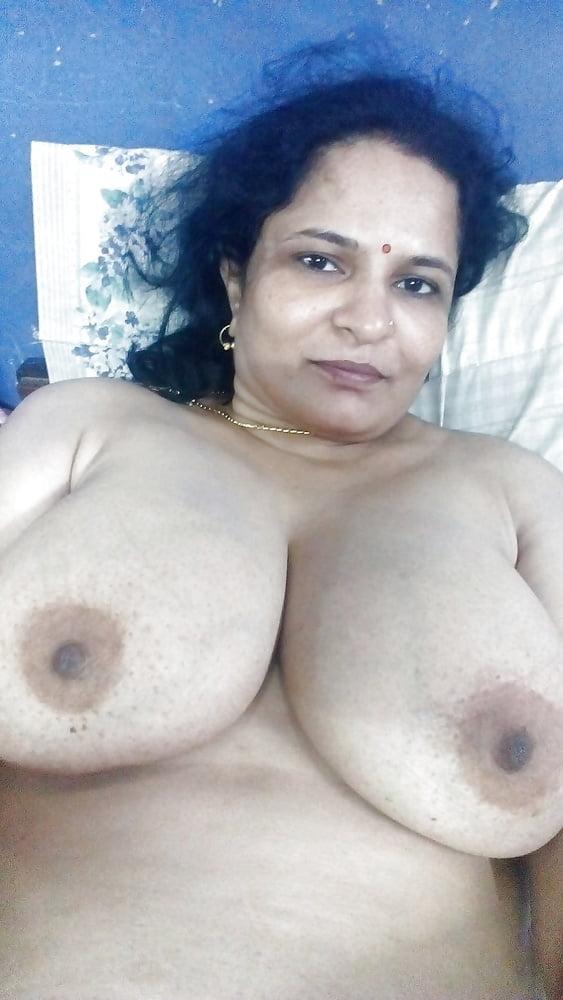 Desi moms showing big boobs