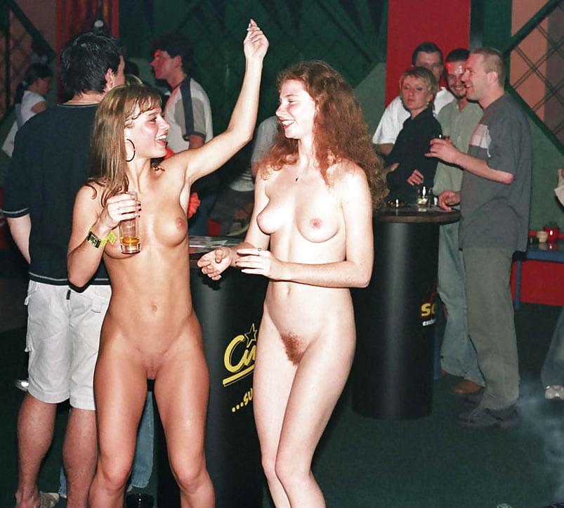 танцуют голыми на дискотеке того