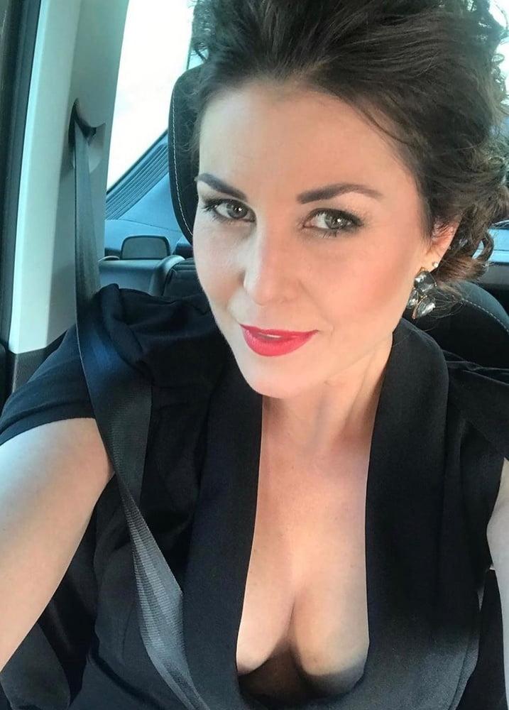 Vanessa Blumhagen Hot