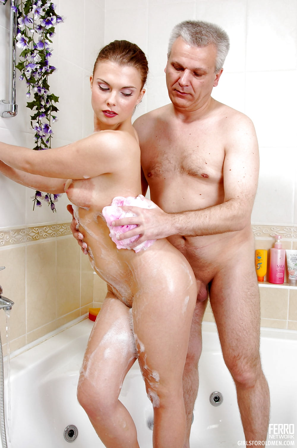 nude-old-man-younger-woman
