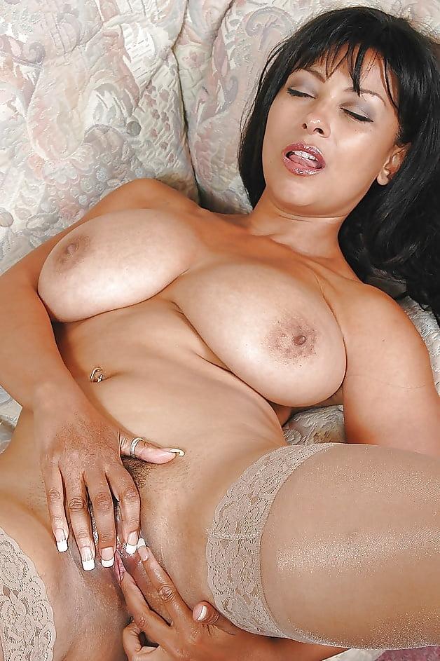 Sexy Mature 2 - 29 Pics