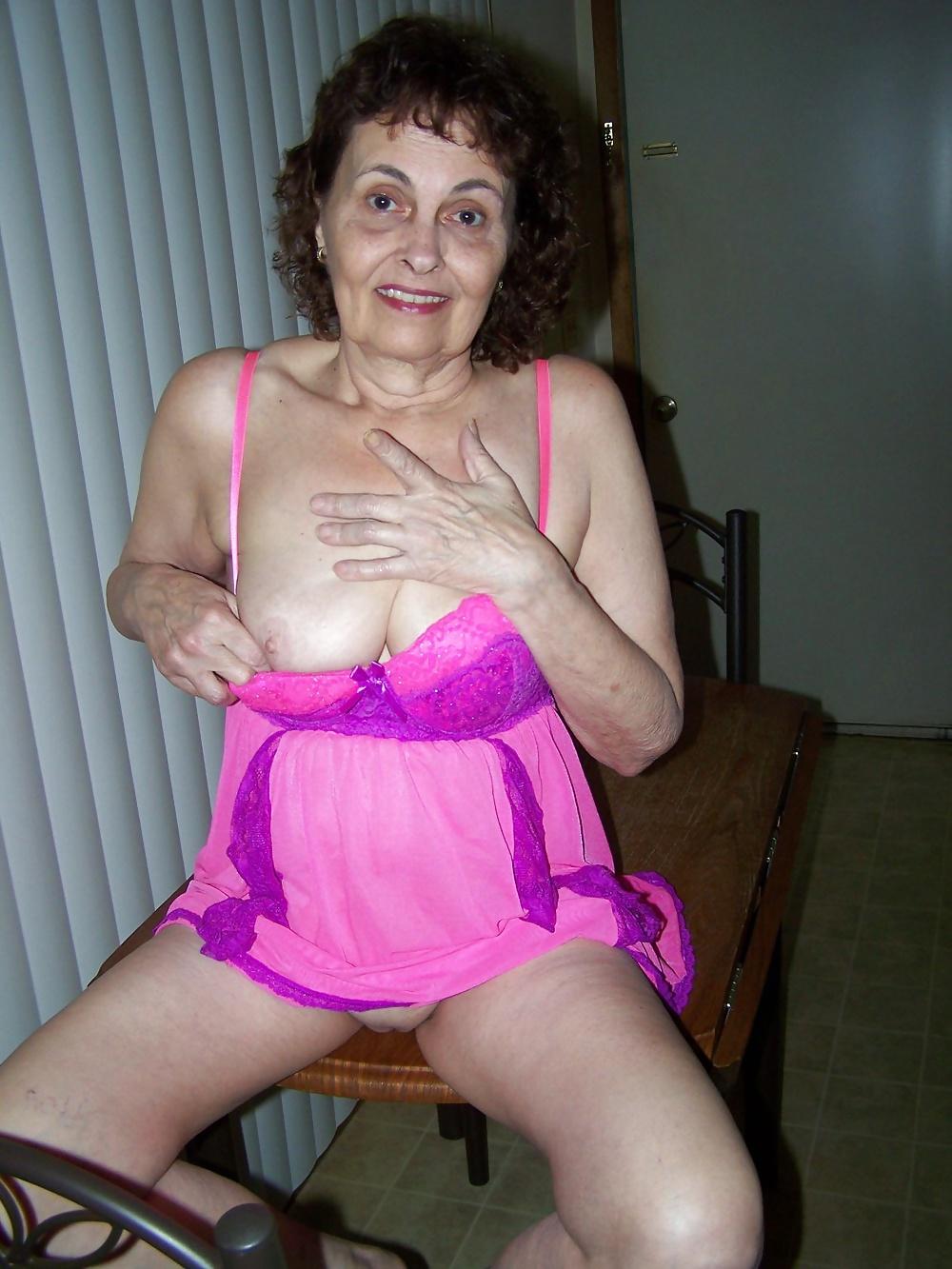 Granny Bess Aged 68 - 9 Pics - Xhamstercom-3736