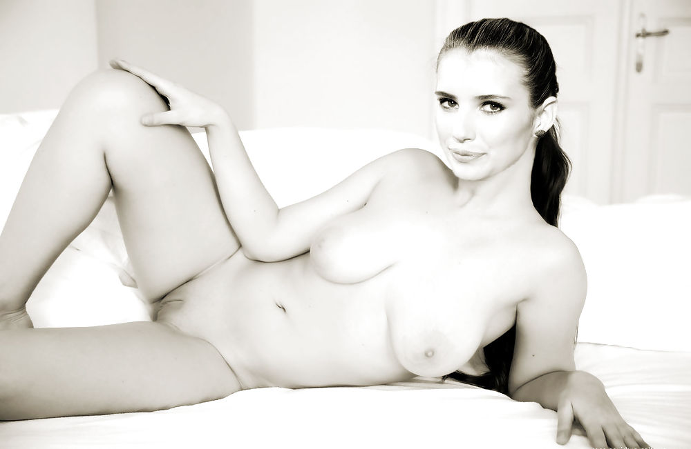 Emma roberts nude, topless pictures, playboy photos, sex scene uncensored