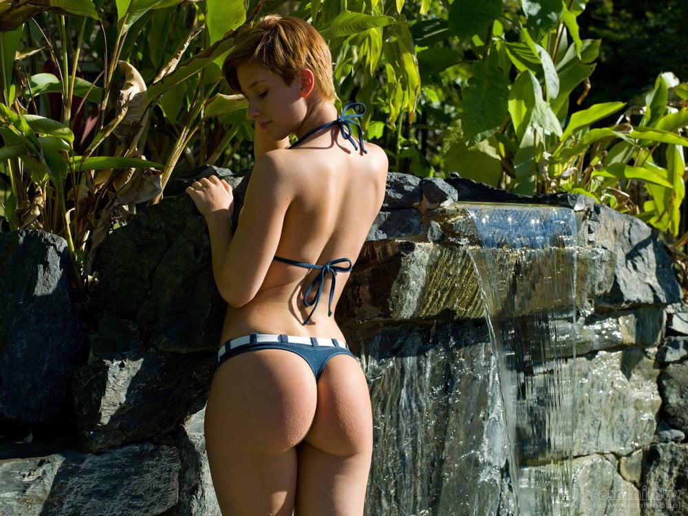 models Aussie bikini