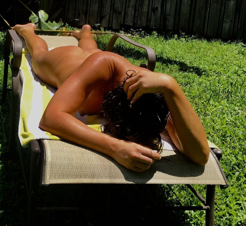 Naked females outside-5422