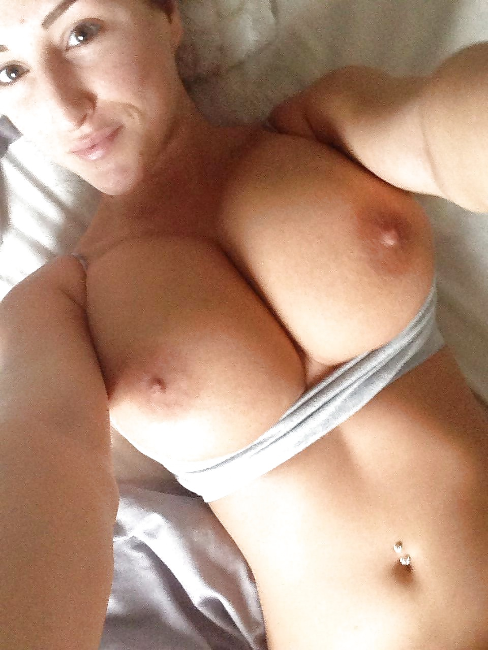 big-breasted-women-naked-selfies