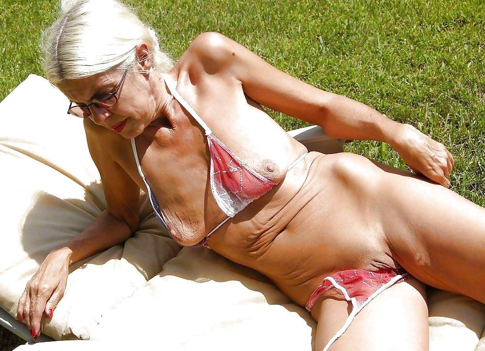 Hot Sexy Grandma Nude