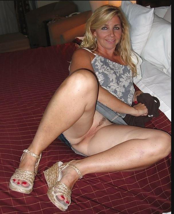 mature-crouching-upskirt-pics-nude-kudia