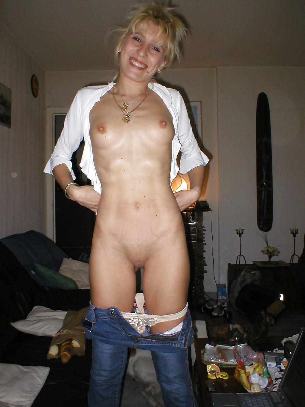Skinny wife posing nude — 7