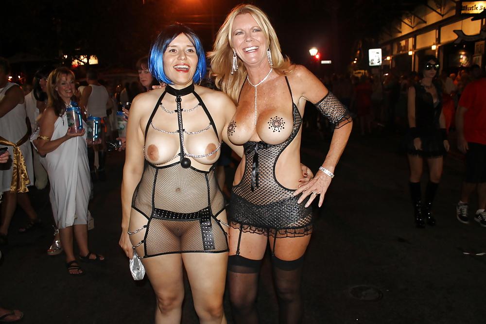 Teen Spinner Girls Risky Public Pussy Eating Key West Fantasy Fest