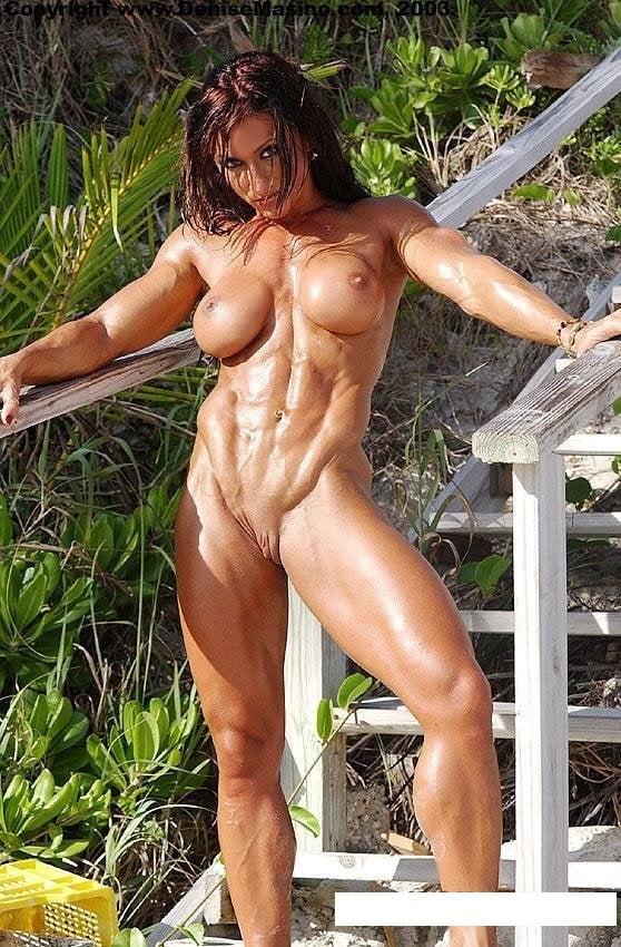belih-trusah-golie-muskulistie-telki-foto-plane