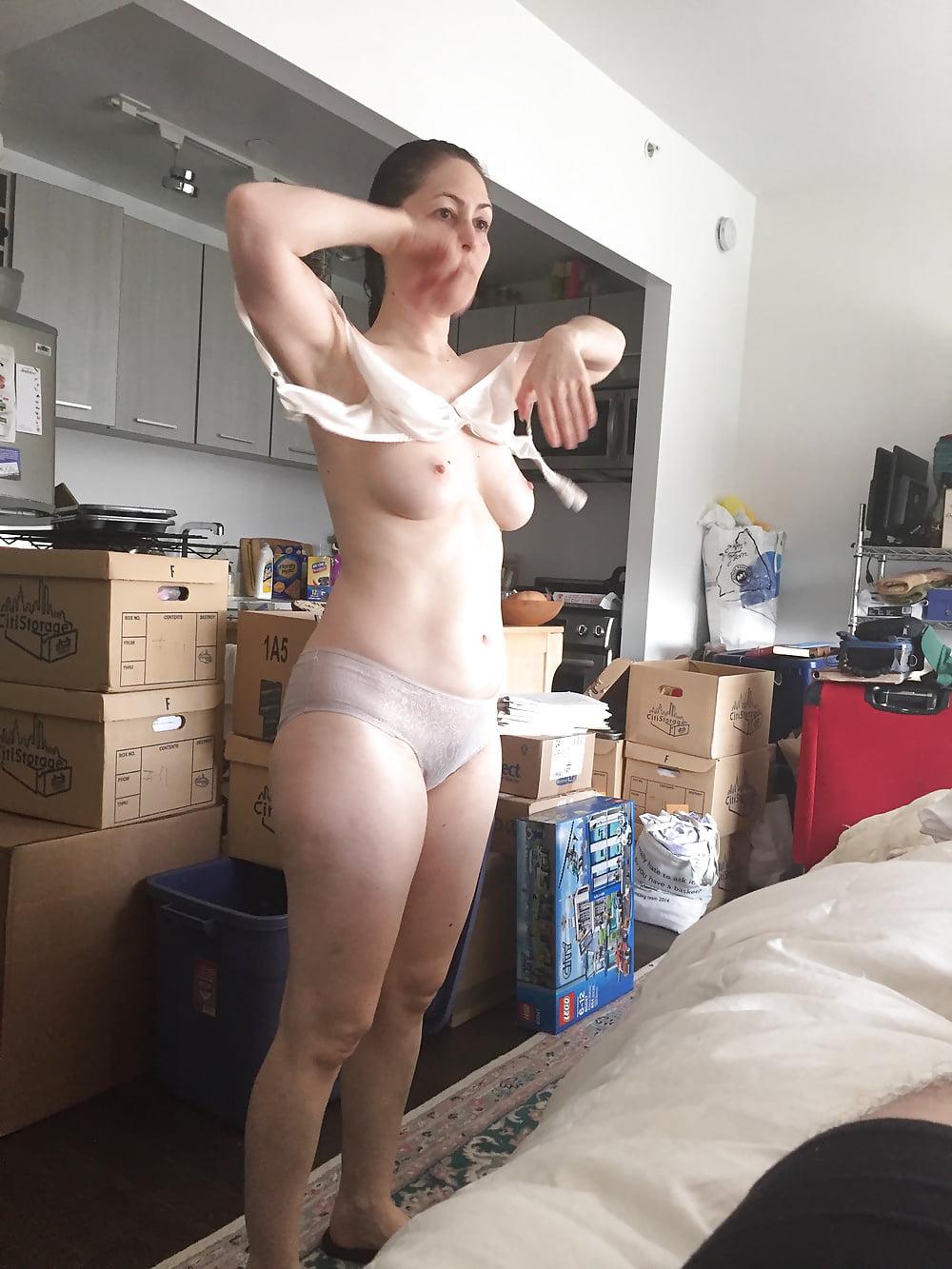 домашнее порно видео жена переодевается наших инцест