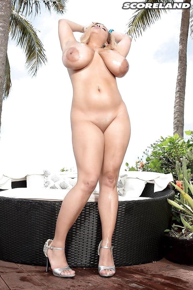 Liza Biggs - 20 Pics