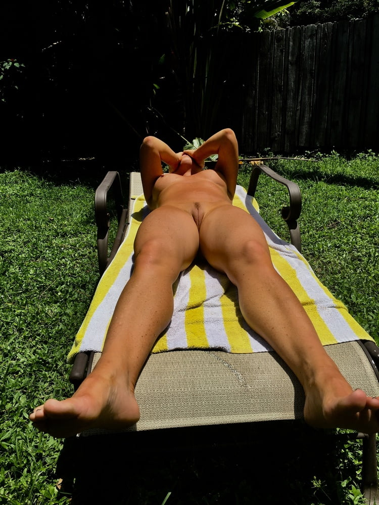 Naked females outside-7166