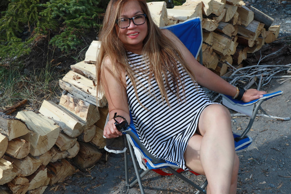 Sarah Marquette goes camping! - 58 Pics