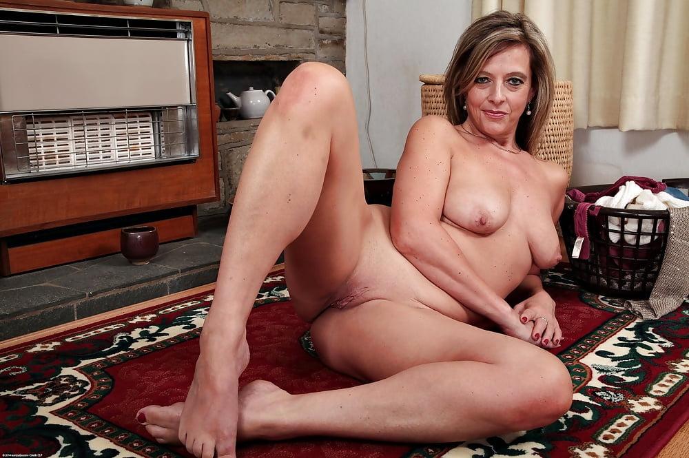 Indian xxx mallu bhabhi hot nude aunty photo housewife sex pics desi kahani