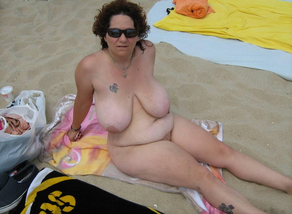 Fatty womens and fat mens at nude beach — 4