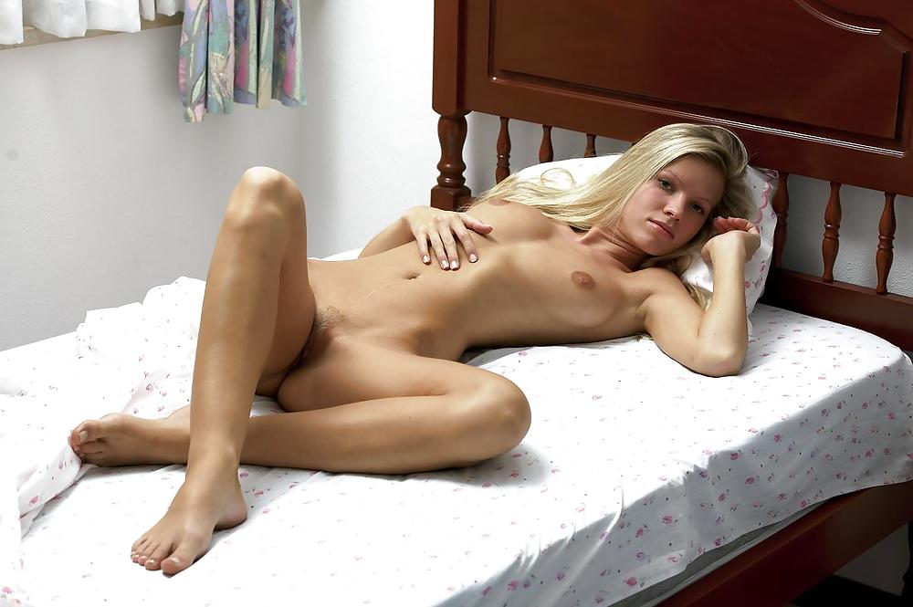Very Sweet Amateur Girl Shows Her Lovely Body In Bed Russian X-art 1