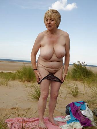 Strand geile oma am Strand