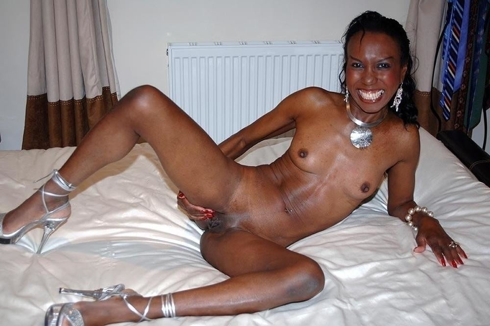 Young jamaican ebony girl posing naked on webcam