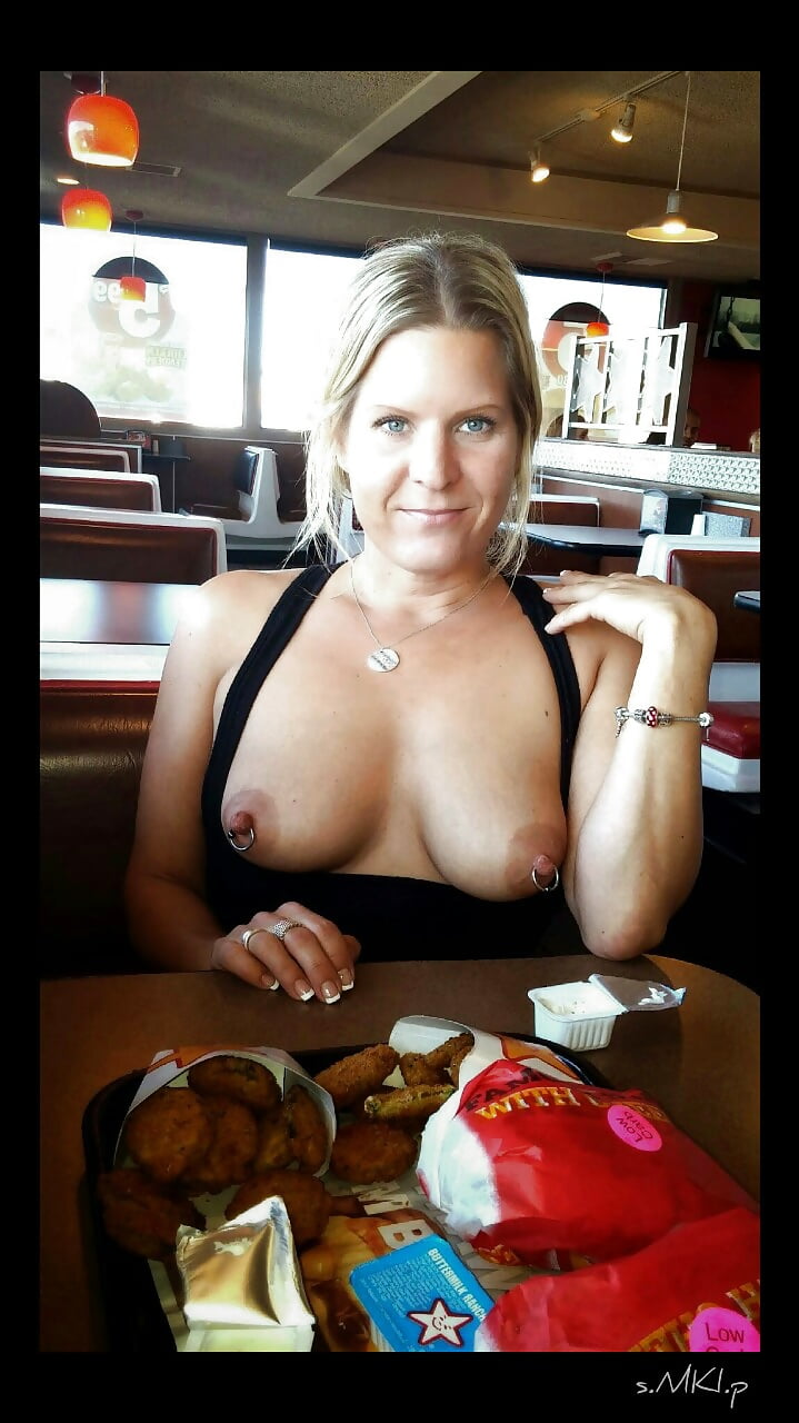 Flashing In Restaurant Collection - 17 Pics - Xhamstercom-2180