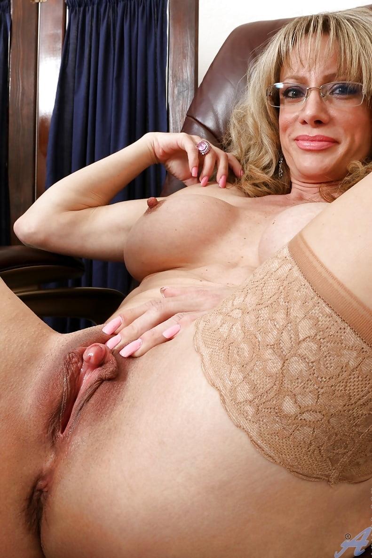 Porn.Large Clitoris