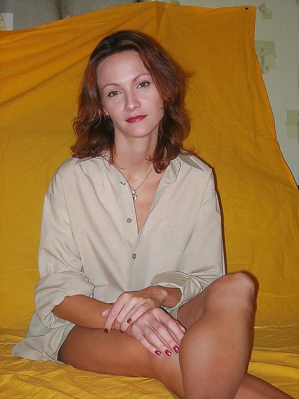 Моя жена без комплексов, секс с красивой брюнеткой на диване фото