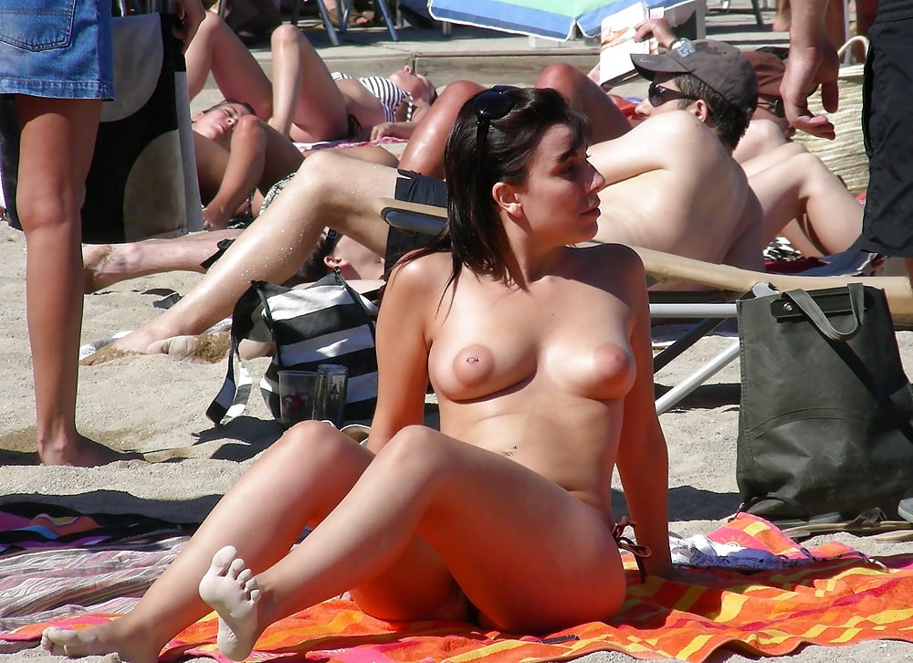 Amateur Beach Voyeur Out 1