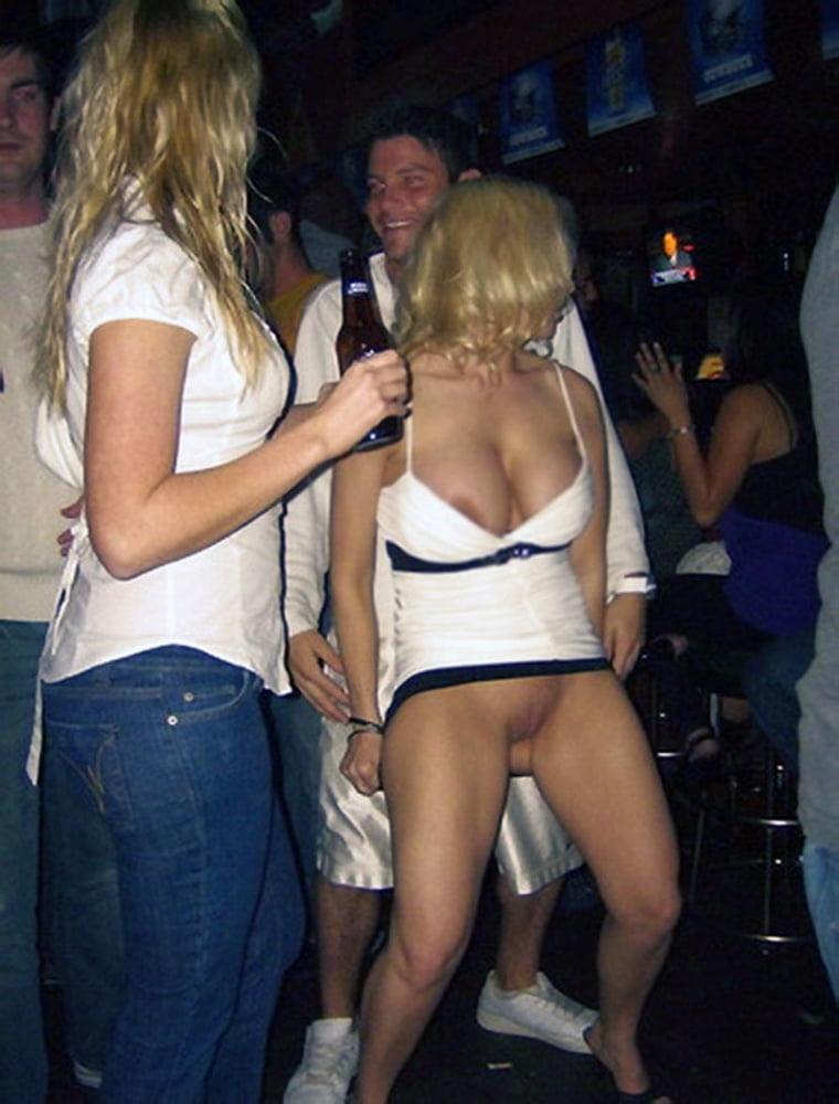 Телки танцуют в клубе без трусов, фото милф пизда