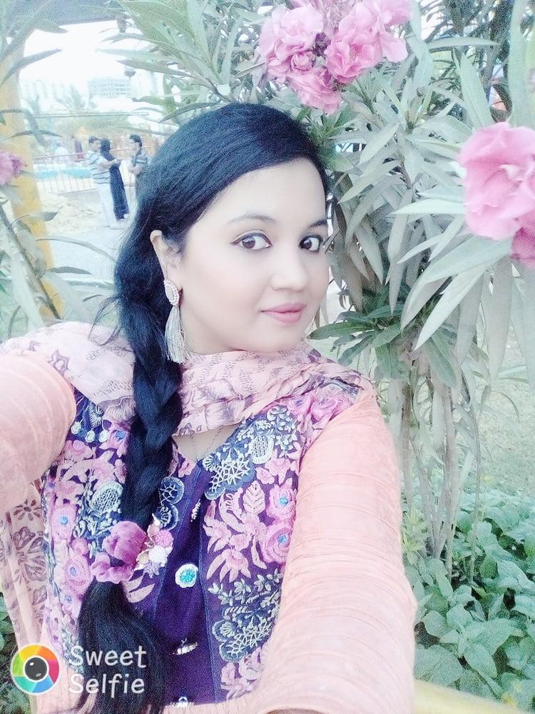 Karachi ki Bangali Hot Larki - 14 Pics