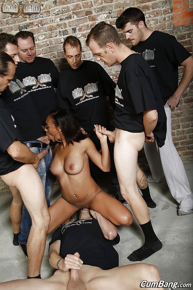 Кунилингус толпе женщин — pic 1