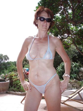 Ehefrau im Urlaub auf Sardinien