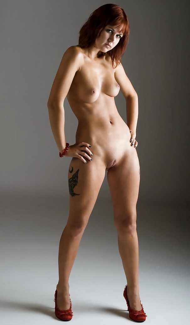nude-girls-with-hand-on-hips