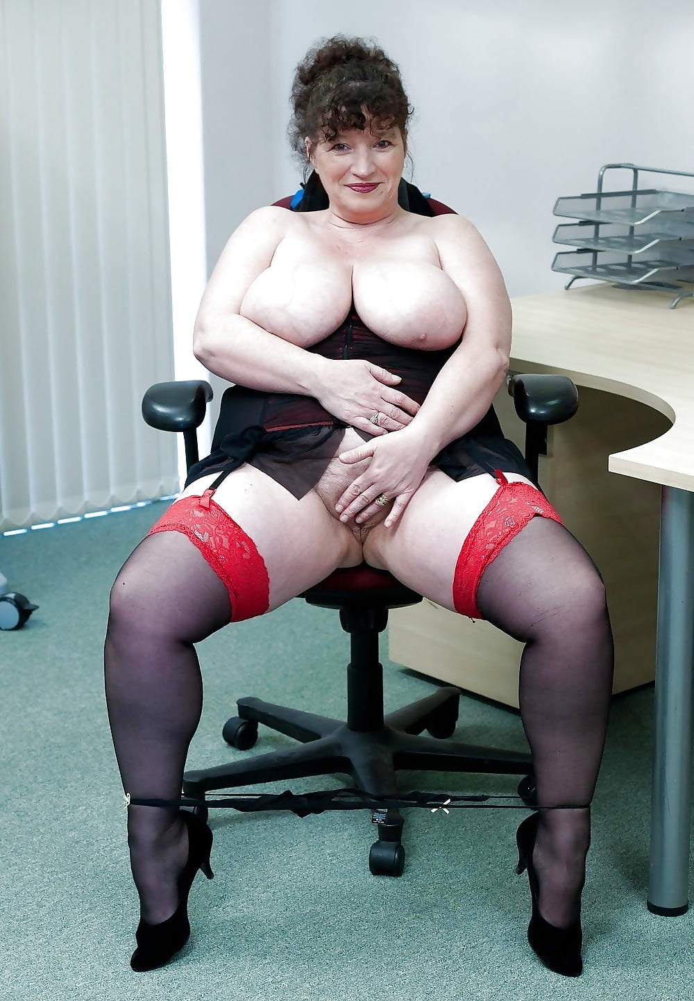 bbw-mature-swallow-cm-pee-in-pussy