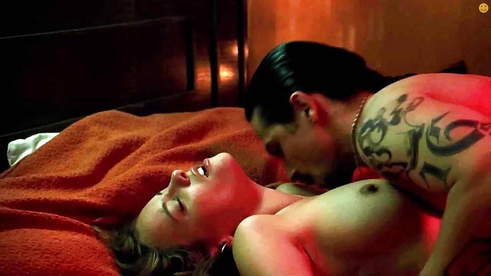 Anne Hathaway Nude Photos Sex Scene Pics