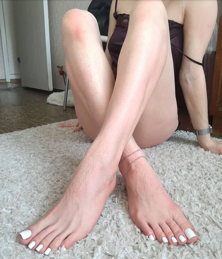amateur-female-feet-and-pussy