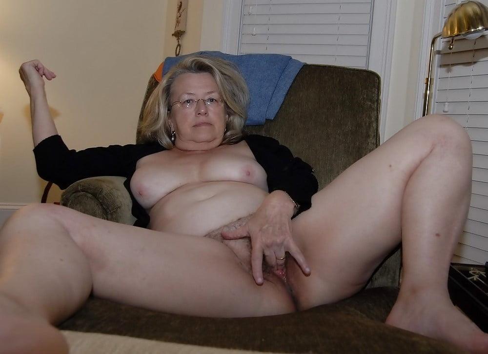 Nude Mature Women Galeries