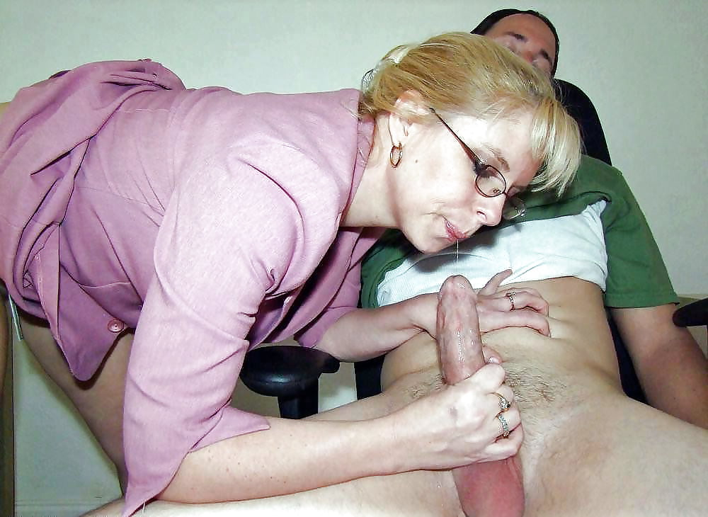 зрелая дрочит член порно видео - 4