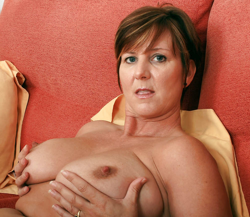 Hot sexy busty milf babe mature mom