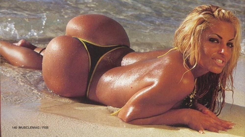 blonde bikini pics