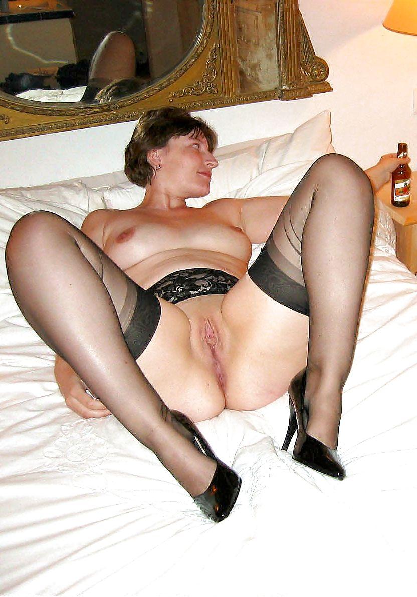 Homemade mature women in stockings posing nude