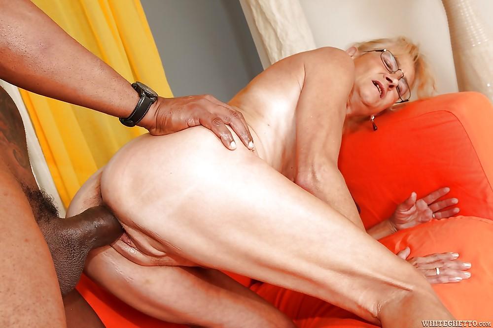 секс видео пожилой женщины с огромным членом дай