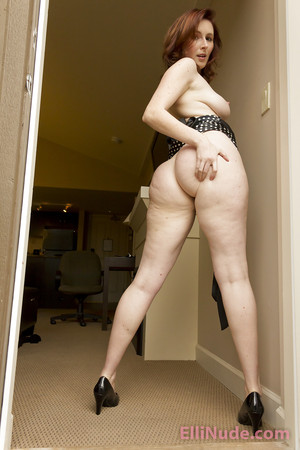Hots Elli In The Nude HD