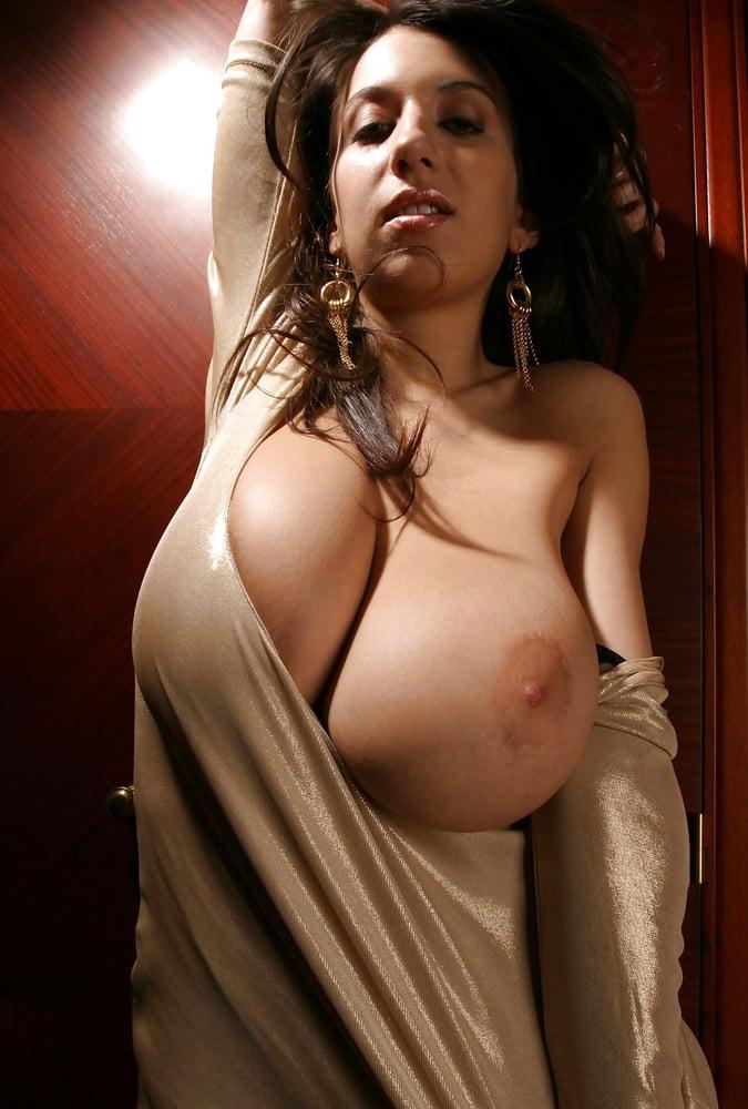 ogromnie-naturalnie-siski-striptiz