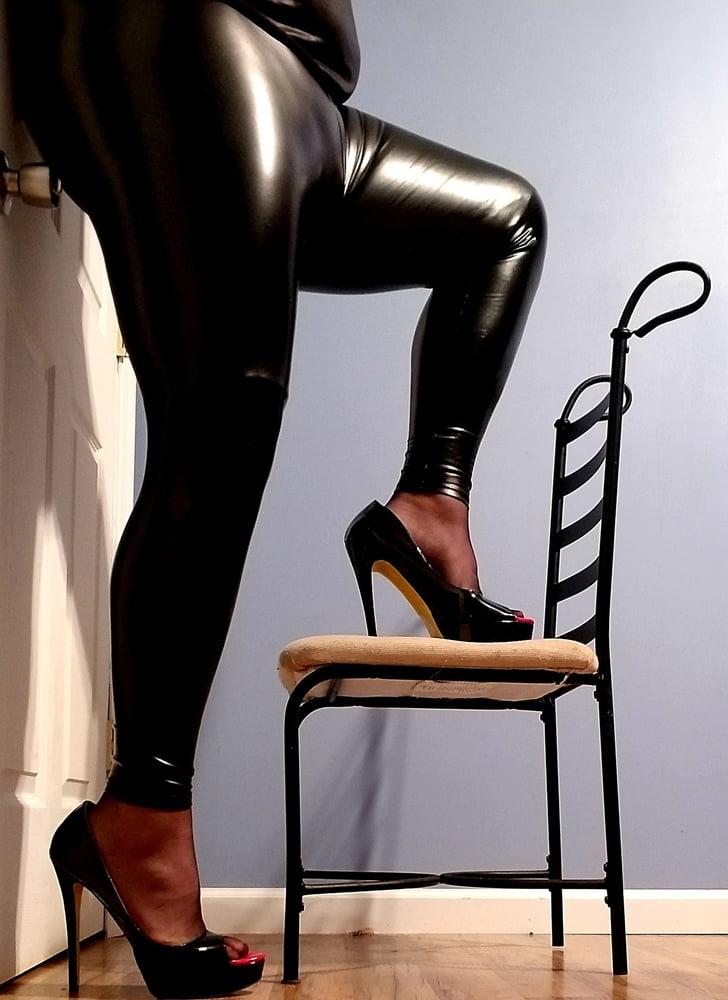 Russian insta hottie loves shiny leggings