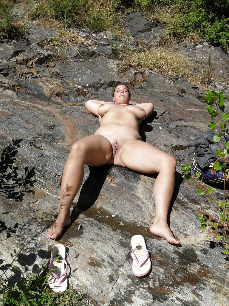 tall-amateur-nude-outdoors