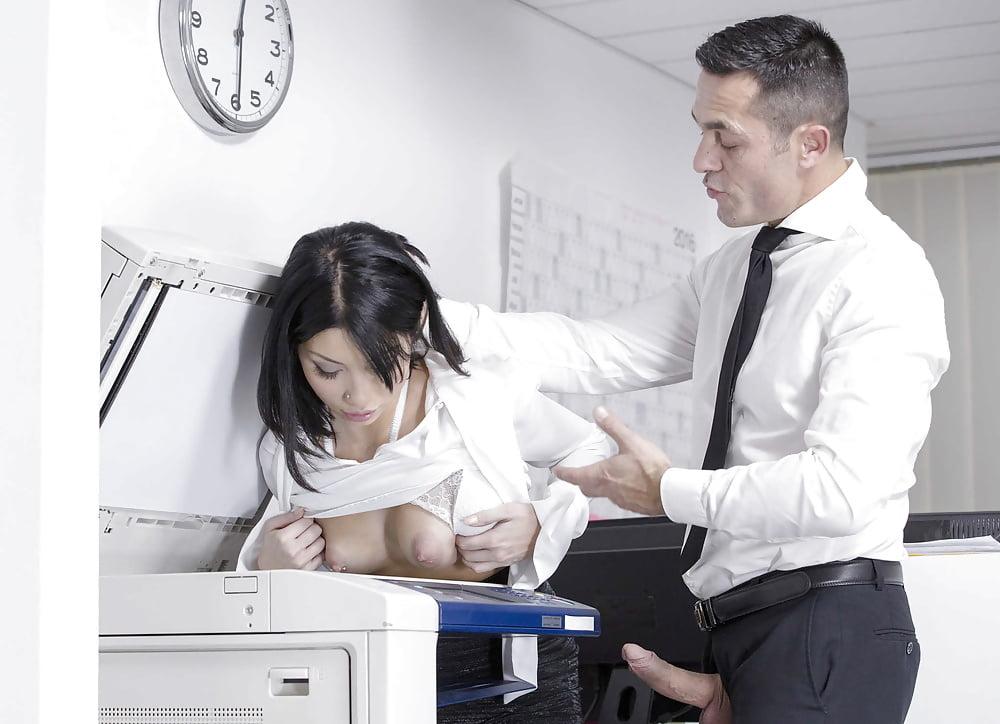 Порно секретарши секс машины безопасности прогуливаясь