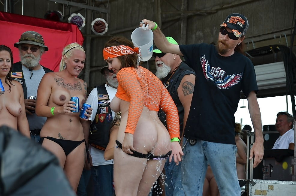 women-naked-at-rally-naked-aida-yespica