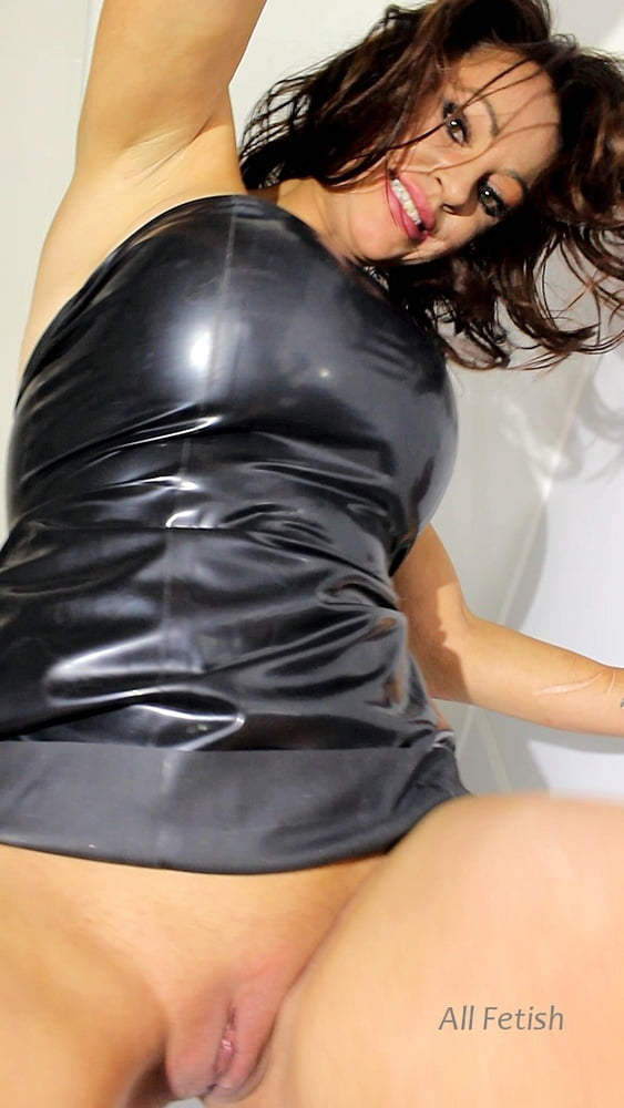 Pissing around with Vickie Powell - 24 Pics