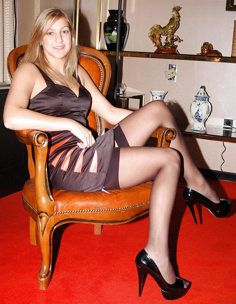 wife-flashing-stocking-tops
